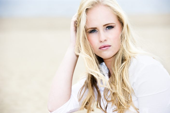 Model: Elise Loot; MUA(H): Bahar Yildirim